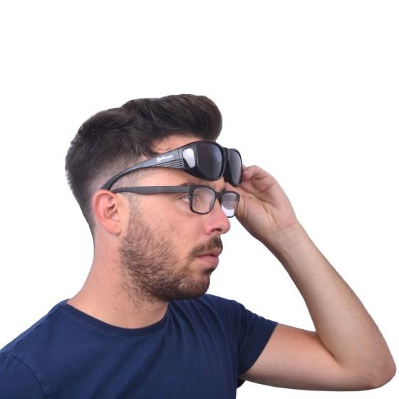 Schwarze über die Brille